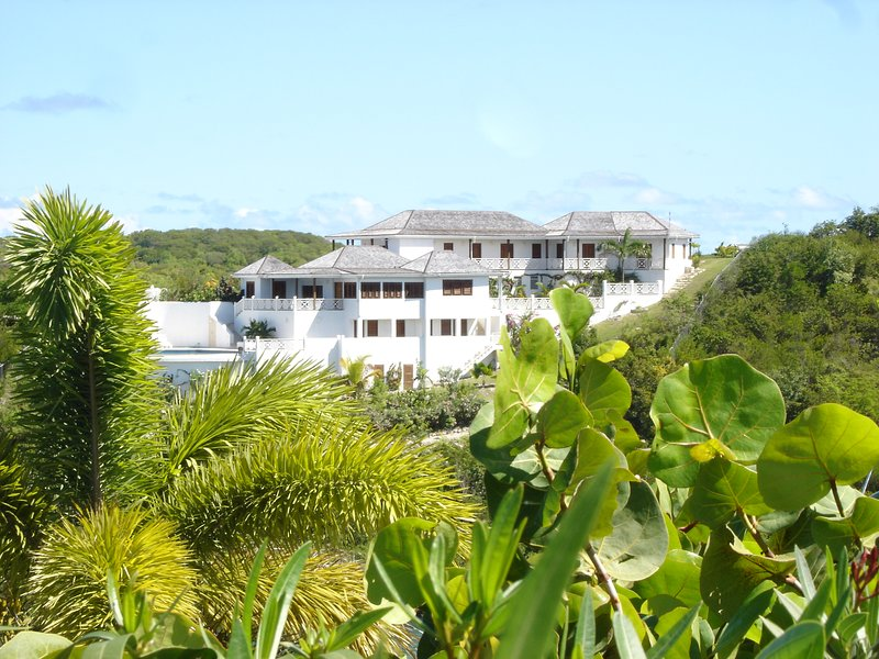 The White House is a superb, luxury, 4 double bedroom villa , on a peninsula with sea on three sides