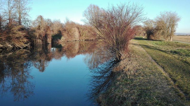 montar a lo largo del canal