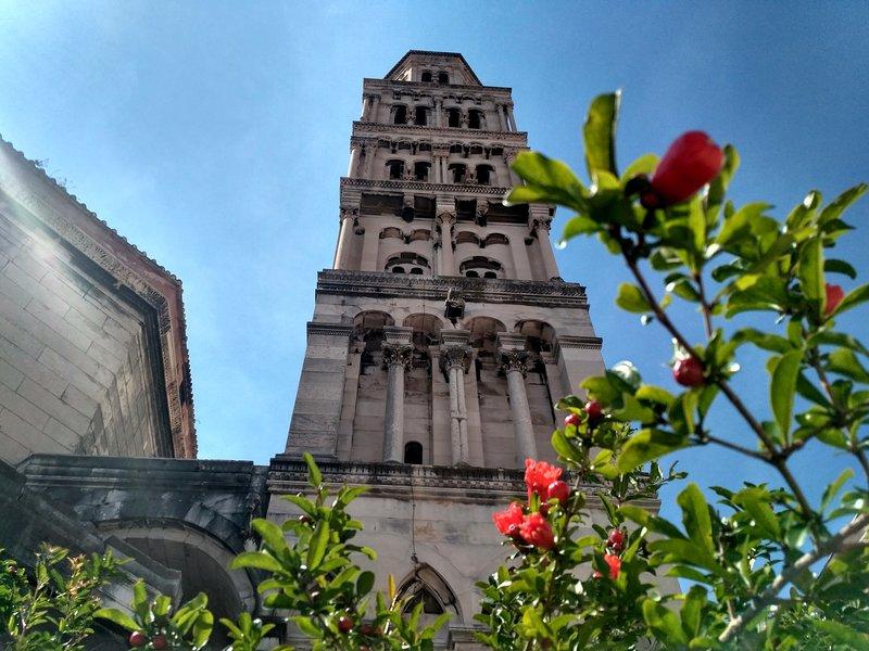 Diocleciano palácio 10 min por pé.