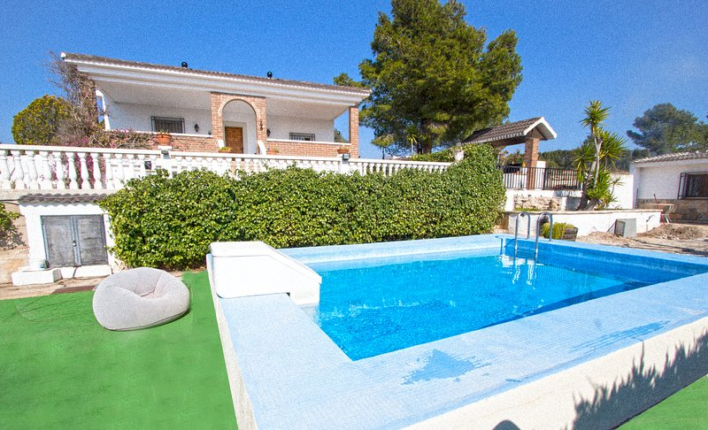 Catalunya Casas: Villa Tortosa, only 20 km to Costa Dorada beaches!, location de vacances à Tortosa
