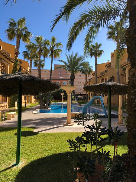 Holiday Modern Apartment Rental, free WiFi and garage!!, holiday rental in La Mata