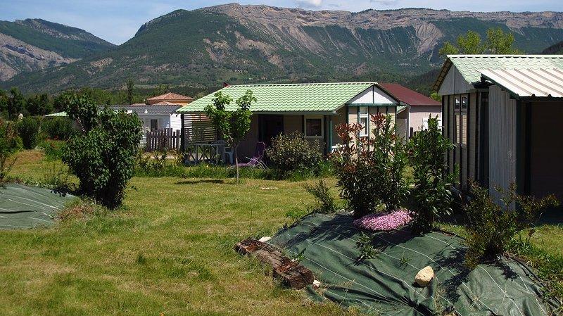 Petit Camping Locatif Familial, Calme et Ensoleillé entre Drôme et Haute-Alpes, holiday rental in Sigoyer