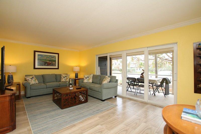 RENOVATED 2 BED MARATHON TOWNHOME w/ DOCK SPACE - WALK TO BEACH!, vacation rental in Marathon Shores