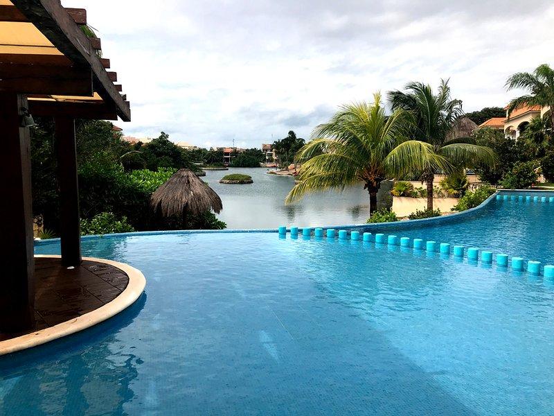 Pool & vista laguna