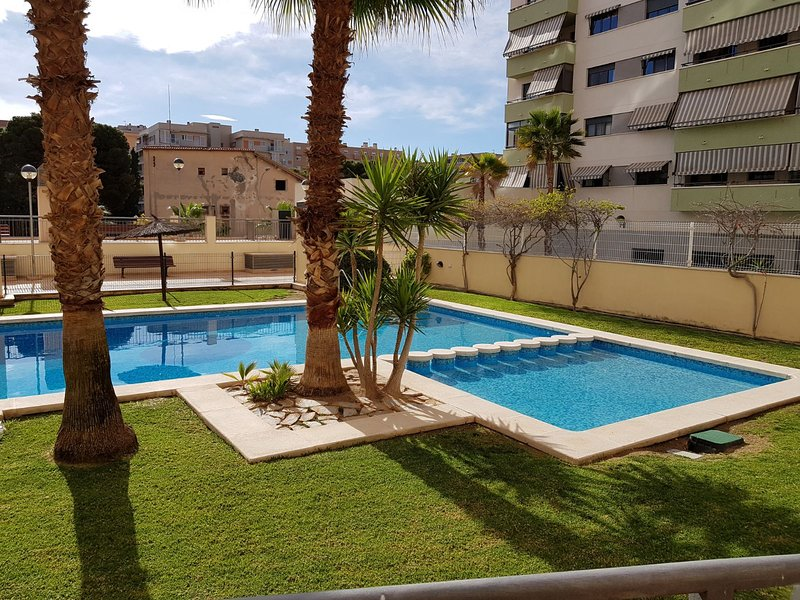WIFI,TERRAZA,PISCINA,NETFLIX Y GARAJE, vacation rental in Benidoleig