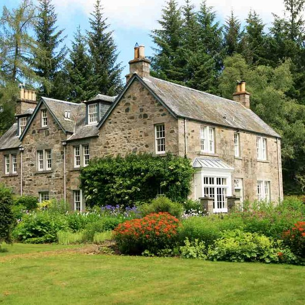 Five star luxury country home in Perthshire on 20 acres of gardens & grounds