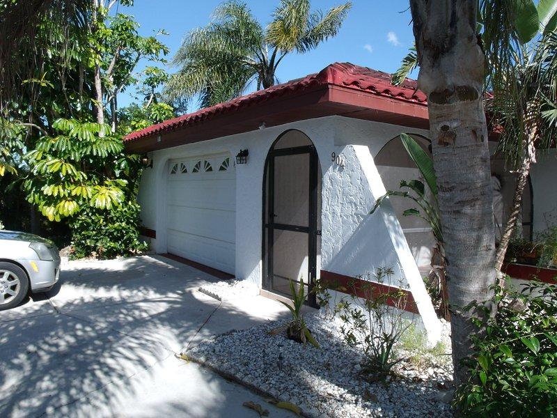 Villa Paradise 2/2 Pool Lehigh Acres FL, vacation rental in Lehigh