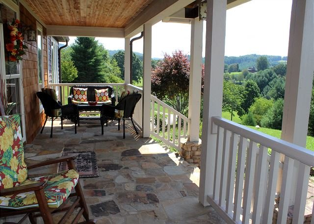 THE PONDEROSA - Luxurious Mtn Home w/Hot Tub, Pool Table, WiFi, vacation rental in Laurel Springs