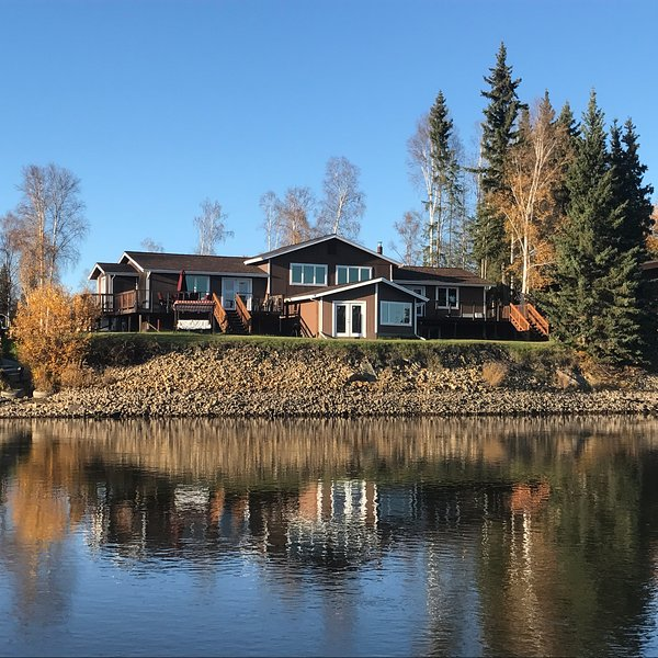 Luxury home on the river - South suite, vacation rental in Fairbanks