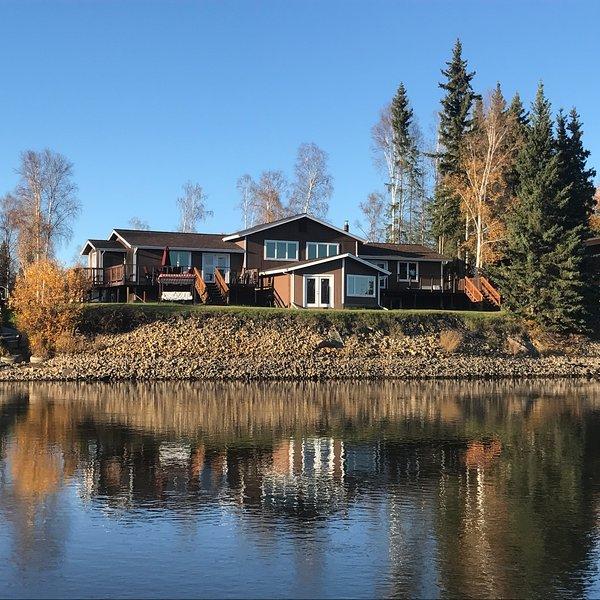 Luxury home on the river - South suite, location de vacances à Fairbanks