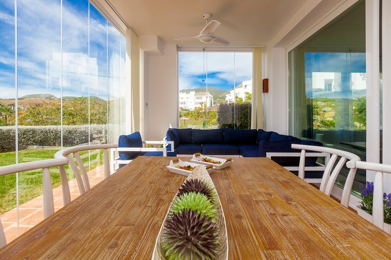 Beautiful apt with pool access, holiday rental in Casares del Sol