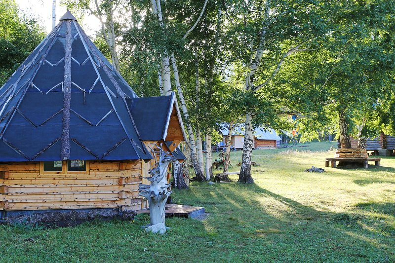 Guesthouse Yasnaya Polyana - Bear's Paw Traditional Hut, location de vacances à East Kazakhstan Province