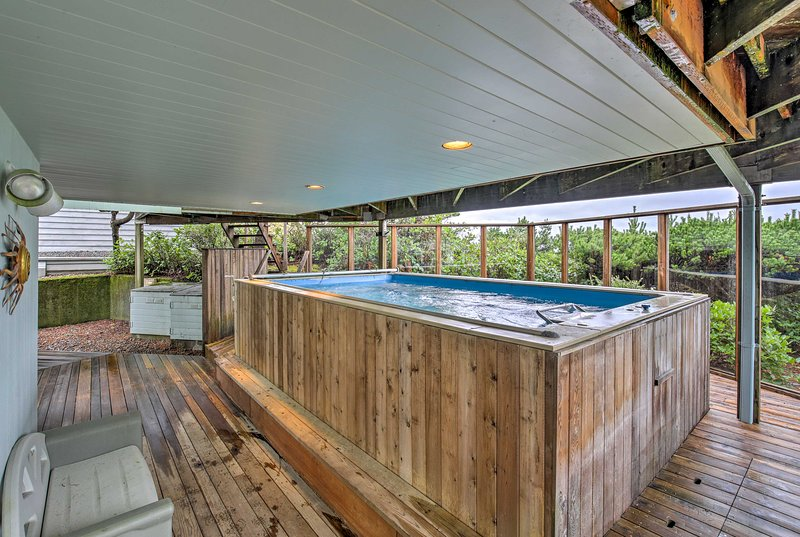 Up to 8 guests will be able to use the heated infinity pool on the lower deck.