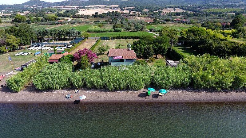 villa privata sul lago con spiaggia privata, alquiler de vacaciones en Bolsena