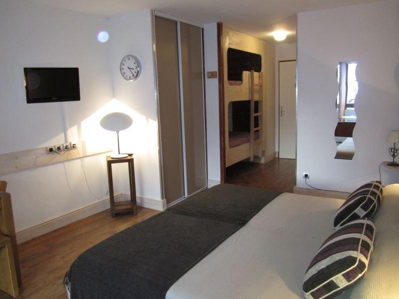 Studio cosy, 28m2, avec magnifique vue sur la Vanoise, holiday rental in Brides-les-Bains