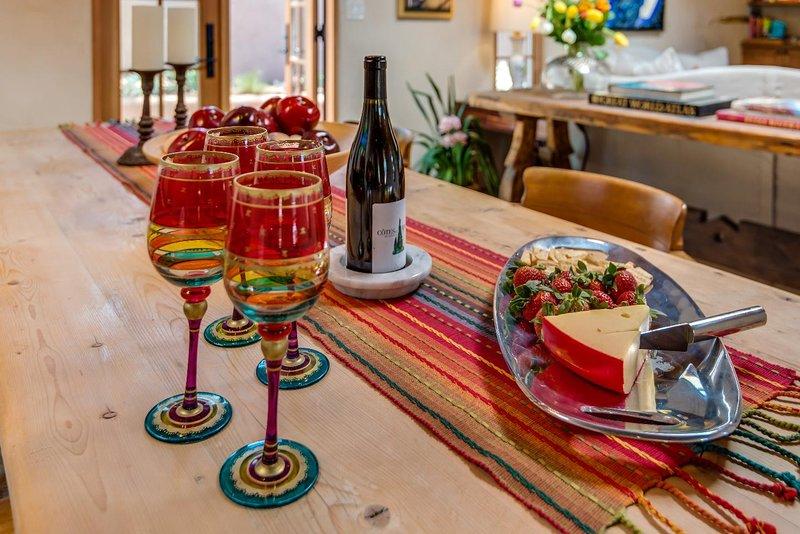 Cocktails e vinho no 5 em qualquer um de todos os pátios!