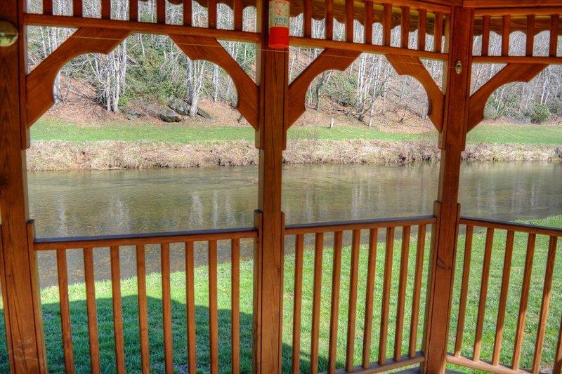 Gazebo vue sur la rivière