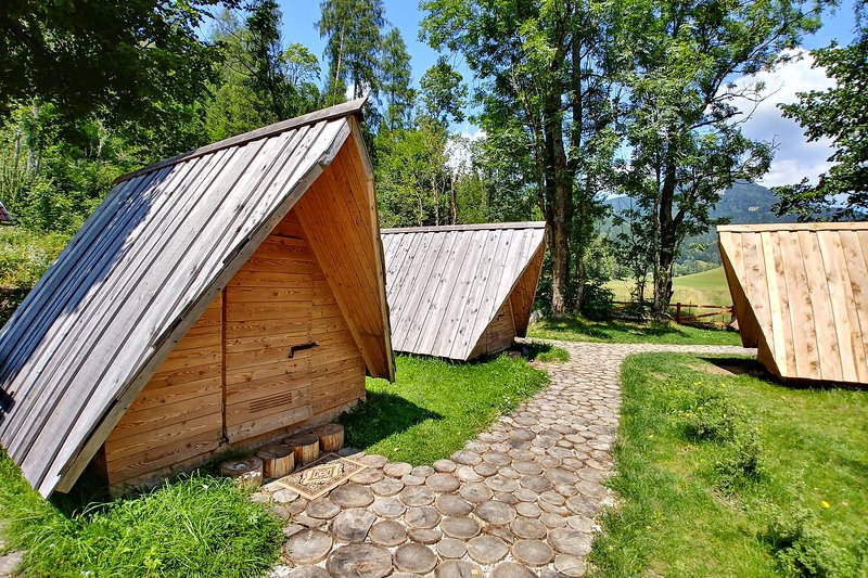 Glamping & Hostel Stara Pošta - Glamping Tent with Mountain View 1-5, holiday rental in Gallizien