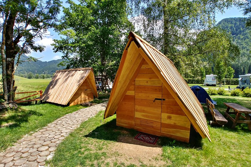 Glamping & Hostel Stara Pošta - Glamping Tent with Mountain View 3-5, holiday rental in Gallizien