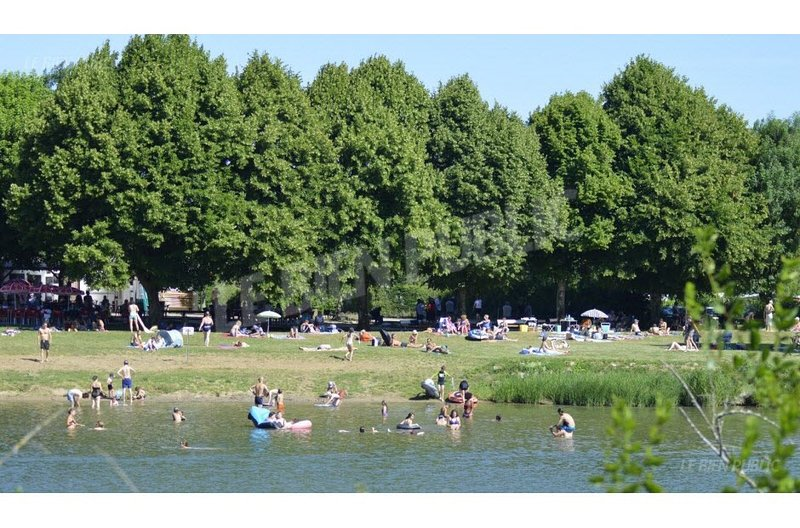 the beach on the saône river