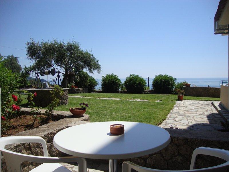 Jardín y vistas al mar balcón