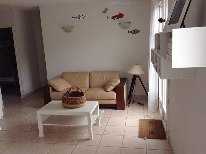 Amazing house near the beach & Wifi, alquiler de vacaciones en Montalivet