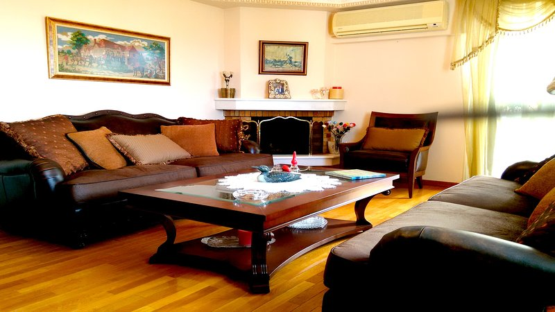 IDEAL SEA VIEW APARTMENT IN GLYFADA DOWNTOWN, holiday rental in Glyfada