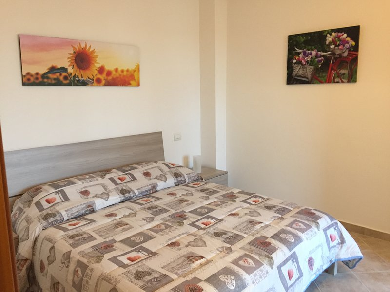 APPARTAMENTO CON UNA CAMERA DA LETTO, vacation rental in Latina Scalo