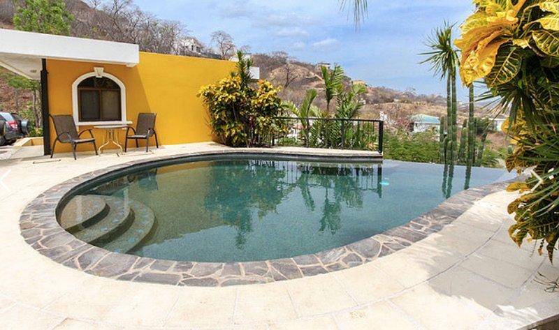 Playas del Coco - Casa Arriba, holiday rental in Artola