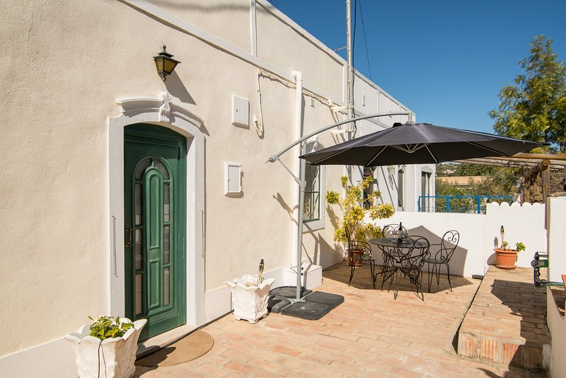 Traditional Quinta | Countryside | Peaceful | Private pool, casa vacanza a Santa Barbara de Nexe