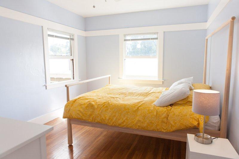 Bright Penthouse Craftsman Flat, alquiler de vacaciones en Oakland