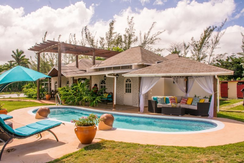 itti Barry Villa Near Dunn's River Falls, holiday rental in Mammee Bay
