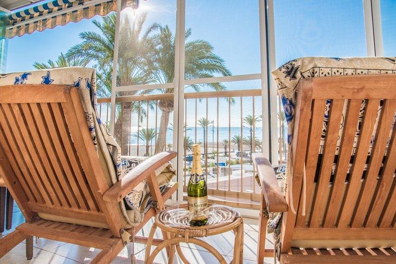 'NIZA II', amazing terrace in Playa de San Juan. Pool. WIFI, vacation rental in Sant Joan d'Alacant