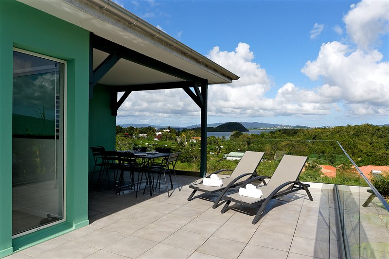 TROIS ILETS, les villas jalnas f3 vue mer et piscine, location de vacances à Trois-Îlets