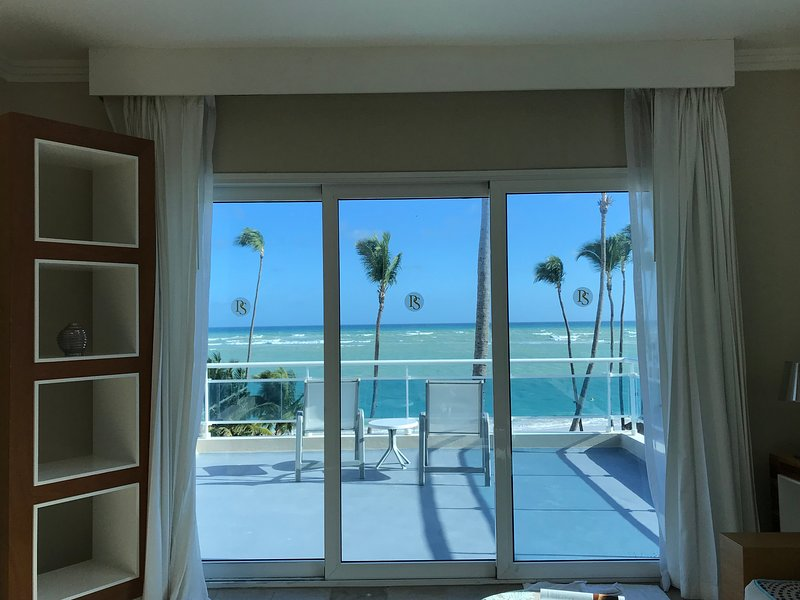 Pretty beachside condos in Punta Cana at Presidential Suites, LifeStyle Resort!, holiday rental in Bavaro