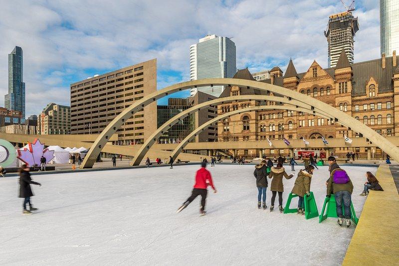 Toronto City Hall ist nur einen kurzen Spaziergang entfernt