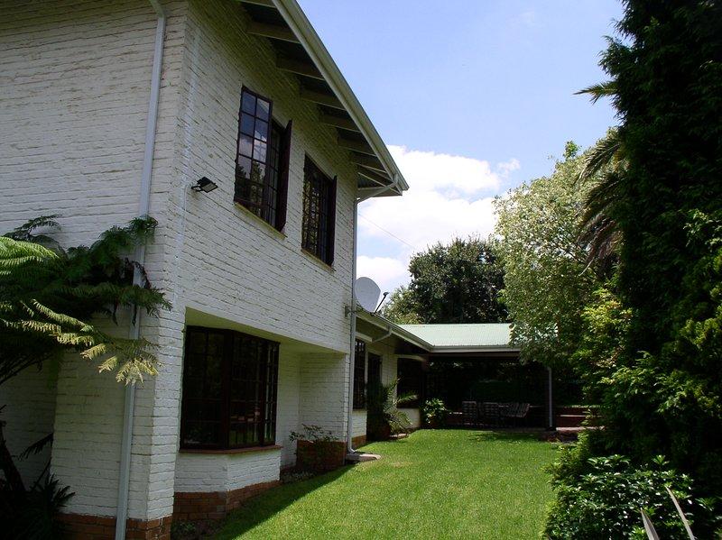 medical elective accommodation Johannesburg bedroom Buffalo Boudoir, holiday rental in Modderfontein