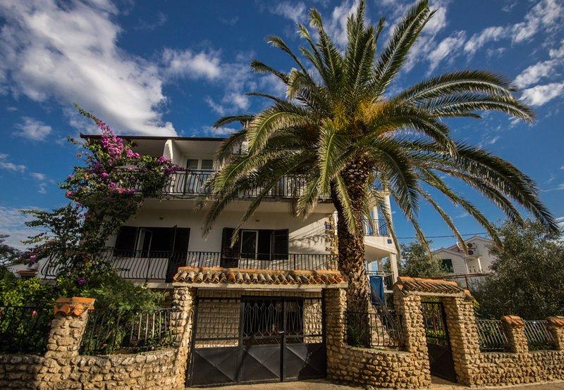 Zdrelac Apartment Sleeps 5 with Air Con - 5583226, location de vacances à Banj