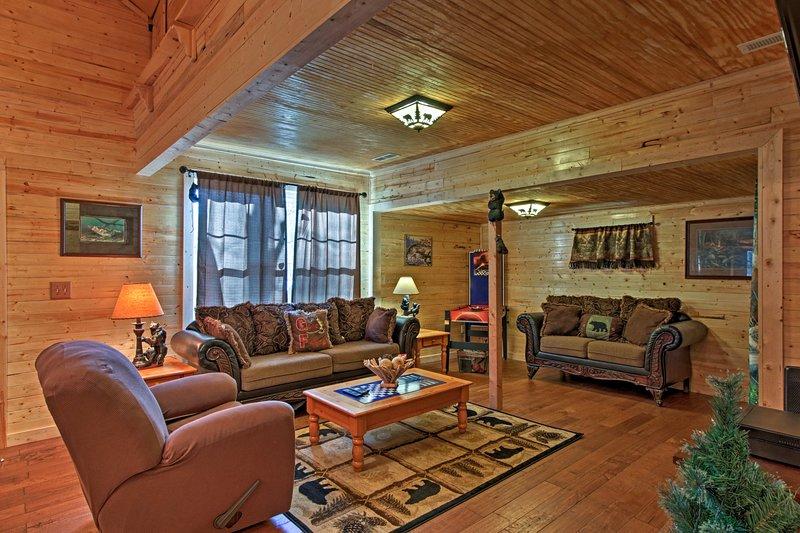 Detta 2-sovrum, 1-badrum stuga i Sevierville 4 pers bekvämt.