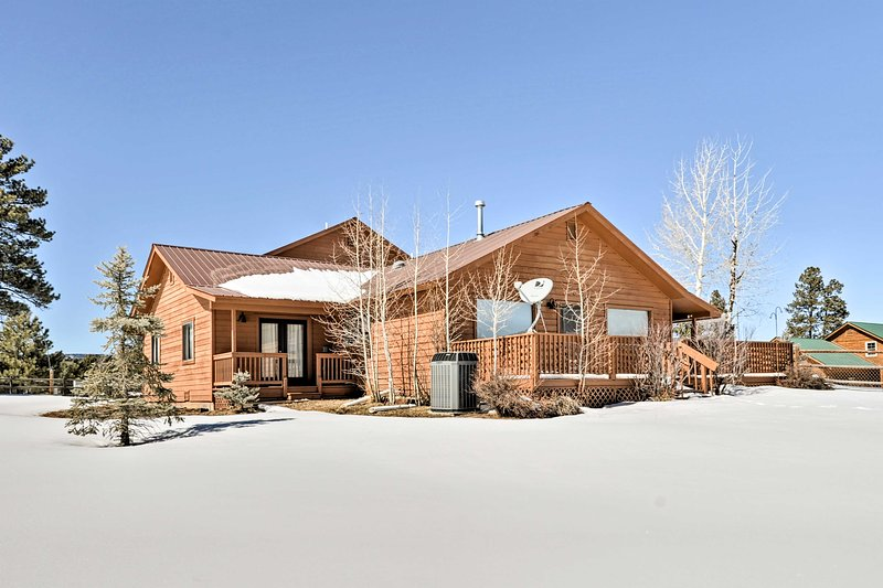 Dog-Friendly Pagosa Springs Home - Walk to Lake!, holiday rental in Pagosa Springs
