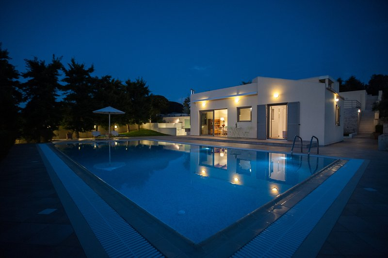 Aurora Residence with  Private Pool and Tennis Court, casa vacanza a Episkopi