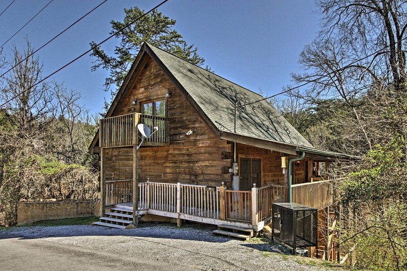 Located in Sevierville, this cabin comfortably sleeps 9 guests.