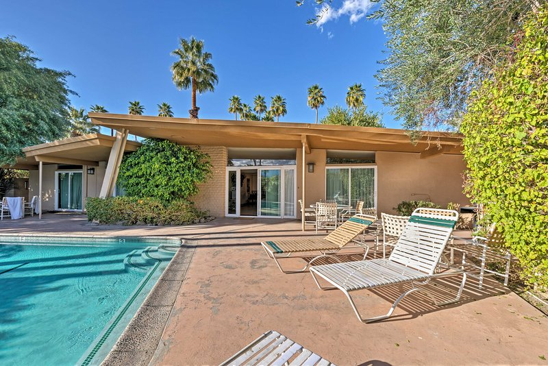 Escape to this charming 2-bedroom, 2-bath vacation rental duplex in Palm Desert!