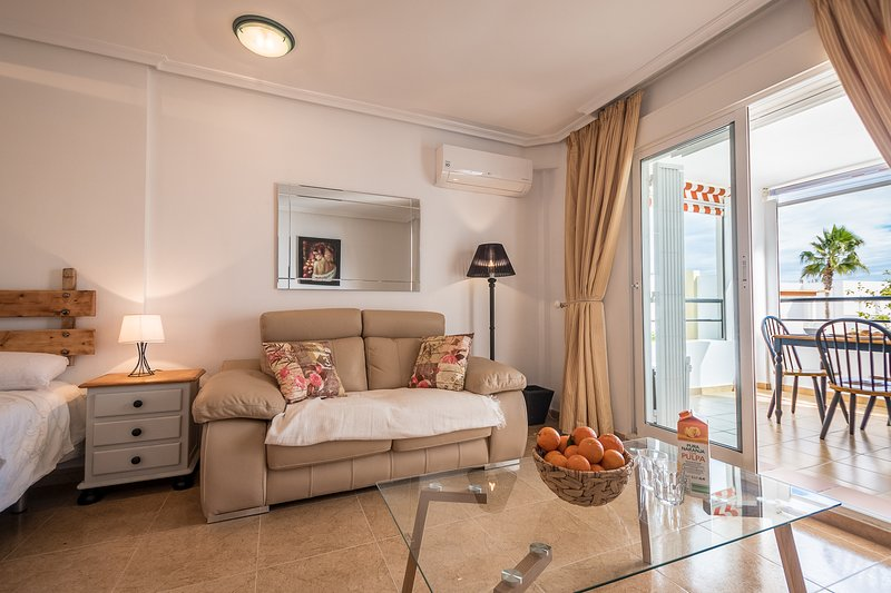 Naturist Boutique one room apartment . 4 minutes walk to the beach., vacation rental in Playas de Vera