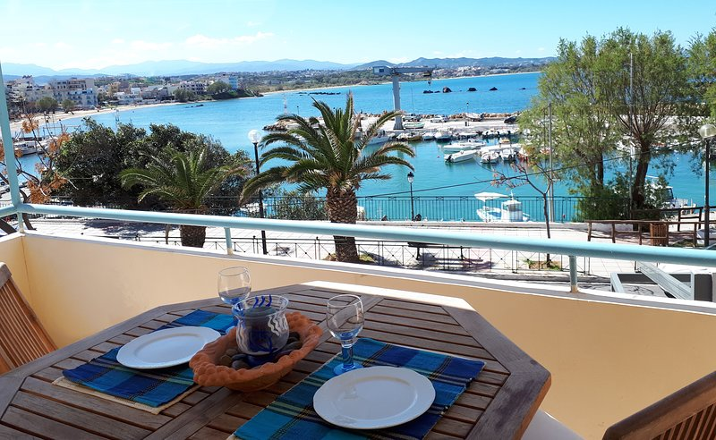 Seaview, elegant APT by sandy beach & Chania city, alquiler vacacional en La Canea