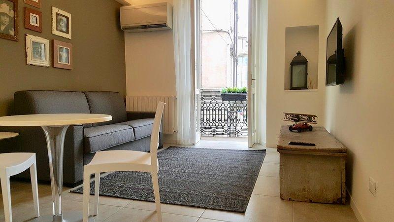 FASHION HOUSE ELVIRA 1 - STUDIO, holiday rental in Treviolo