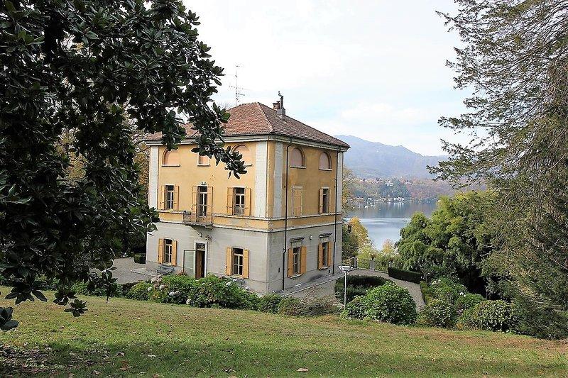 Villa Elisa 7, location de vacances à Oleggio Castello