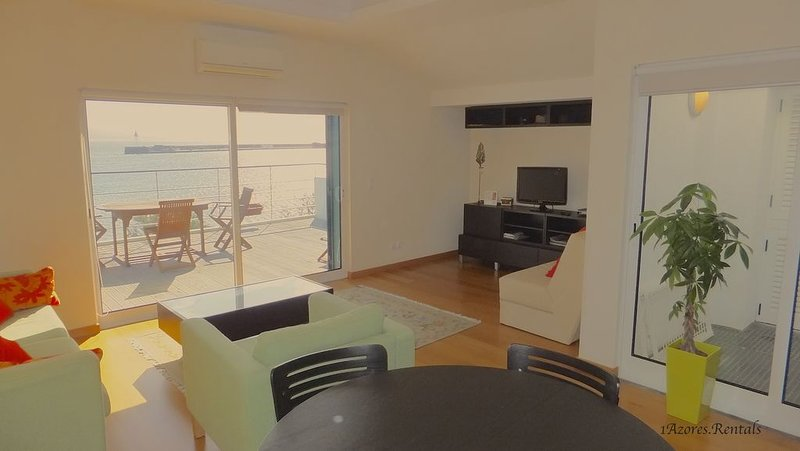 Apartmento Olimpio 112/AL Magnificent Oceanfront Apartment in Horta, vacation rental in Praia do Norte