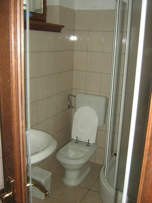 A4(2+2) Arch 2: bathroom with toilet