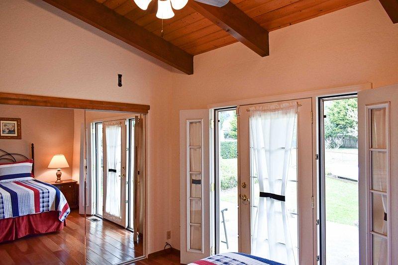 Respire o ar fresco do oceano enquanto abre as janelas laterais.